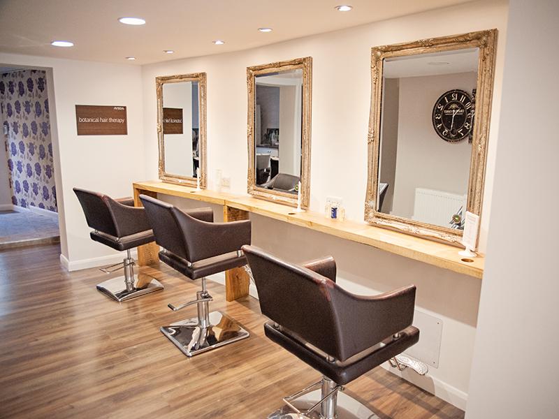 CAROUSEL---Perfectly-Posh-salon-interior